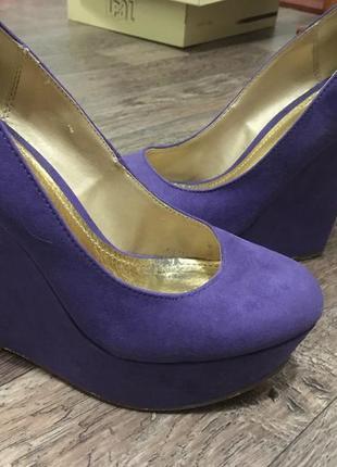 Фиолетовые замшевые туфли на платформе plato