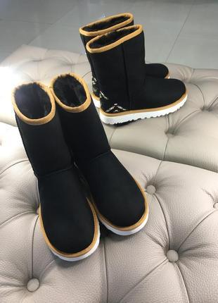 Тёплые черные замшевые сапоги ugg