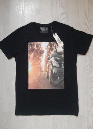 Модная стильная черная мужская футболка с рисунком