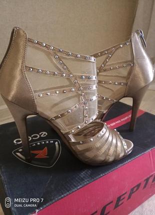 Золотые босоножки туфли от catwalk. размер 37.