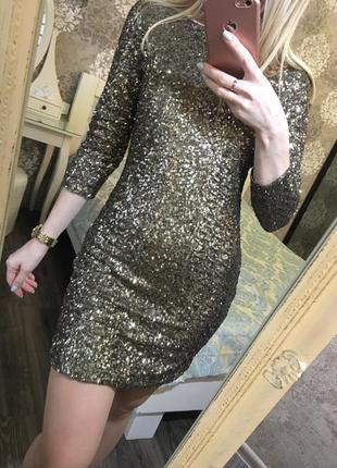 Вечернее платье в золотые пайетки