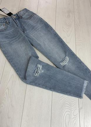 Голубые mom джинсы