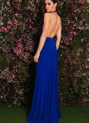 Шикарное платье в пол с открытой спиной.