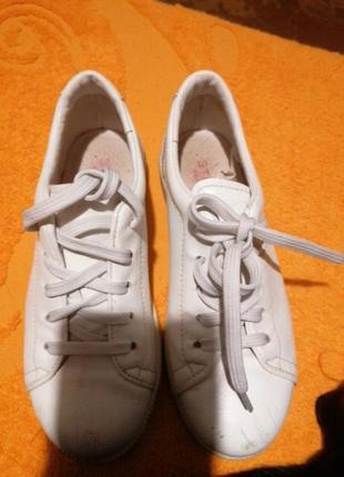 Кожаные,  фирменные, детские кроссовочки