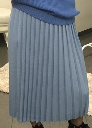 Стильная шерстяная юбка плиссе голубого цвета