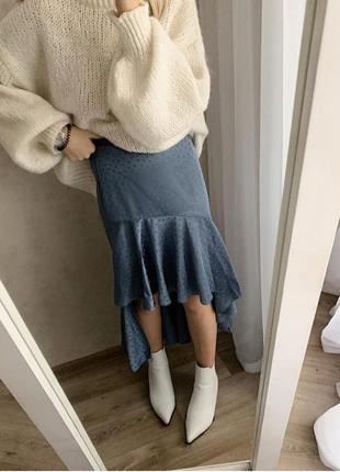 Голубая юбка в горошек