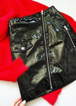 Чёрная лаковая юбка h&m