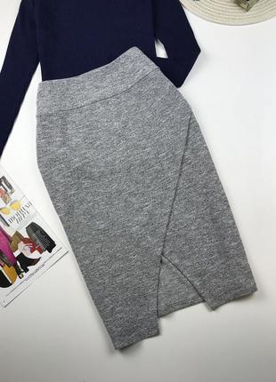 Трикотажная юбка спереди на запах