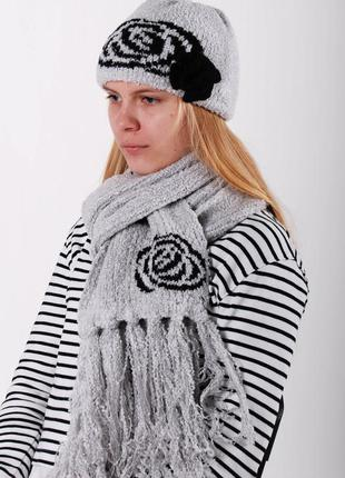 Комплект вязаная шапка с розочкой и шарф