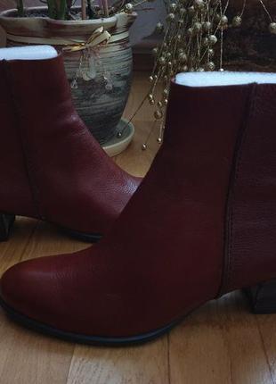 Теплi ботинки ессо  із натуральної шкіри.