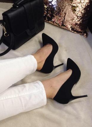 Черные туфли-лодочки на шпильке
