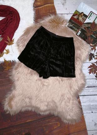 Чёрные велюровые плиссерованные шорты