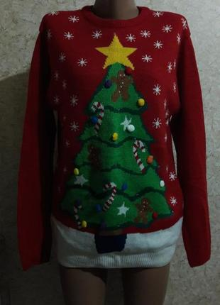 Праздничный свитер с елкой и лампочками