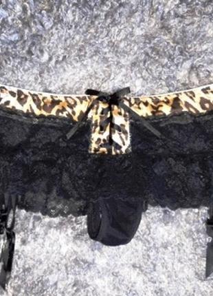 Сексуальные стринги с кружевной юбочкой и пажами для чулок размер 14-16
