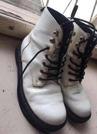 Мартинсы. ботинки.лаковые ботинки.белые ботинки