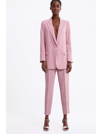 Нереальный розовый  костюм  zara
