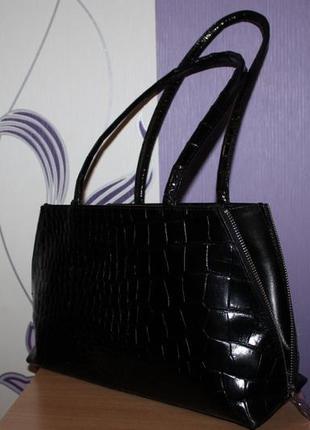 Интересная кожаная сумка furla