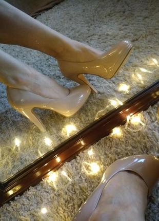Туфли лодочки лаковые бежевые нюдовые пудровые