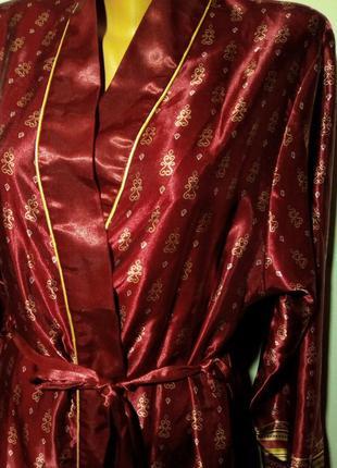Атласный халат в восточном стиле.