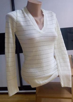 Красивый белый свитер,джемпер с люрексом.