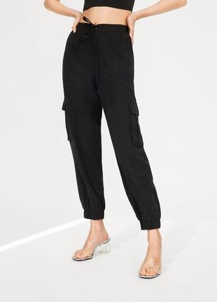 Черные штаны карго zara