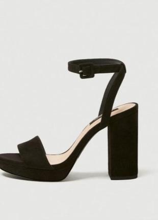Продам туфли-босоножки. pull&bear