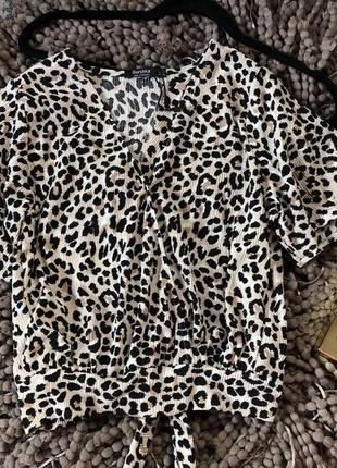 Трендовая леопардовая блуза bershka с имитацией запаха и секси спинкой