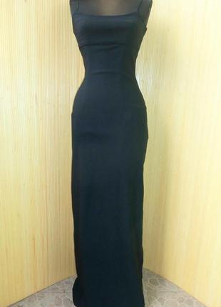 Чёрное вечернее платье с разрезом