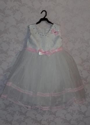 Святкове плаття для дівчинки.