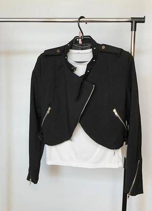 Обалденная куртка с чокером по типу zara