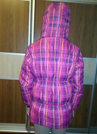 Демисезонная курточка на девочку.