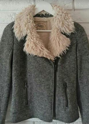 Трендовая куртка zara из натуральной шерсти