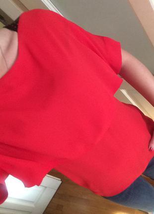 Новая красная блузка со вставками из эко кожи на плечах