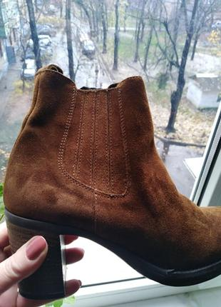 Классные замшевые ботинки.