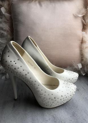 Туфли свадебные белые со стразами р.38