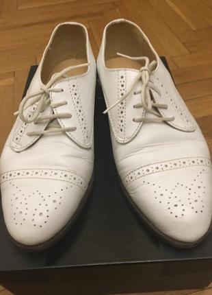Белые кожаные оксфорды