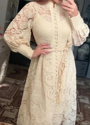 Роскошное кружевное платье молочного цвета