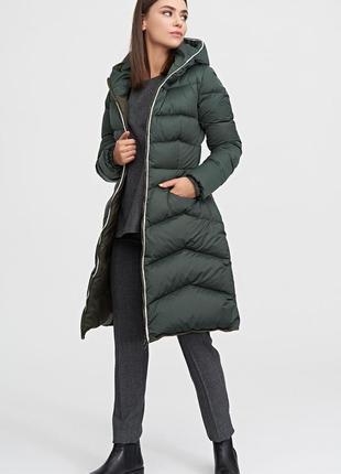 Фирменный зимний  пуховик пальто темно зеленого цвета