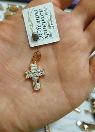 Маленький крестик с цирконами из медицинского золота xuping ксюпинг
