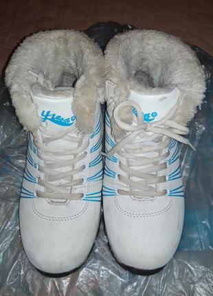 Срочно продам!зимние очень теплые! непромокаемые ботинки кросы-35р