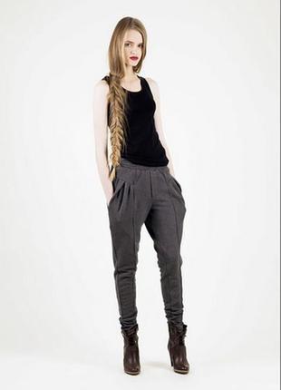 Темно серые брюки галифе
