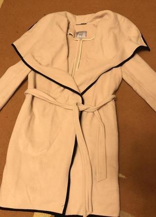 Крутое шерстяное пальто-халат
