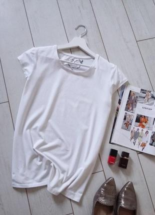 Базовая белоснежная качественная футболка