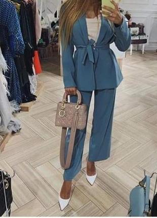 Элегантный костюм двойка брюки и пиджак жакет