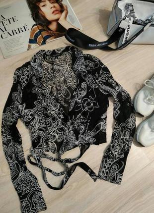 Тончайшая брэндовая блузка рубашка с длинными рукавами на запах с модным принтом