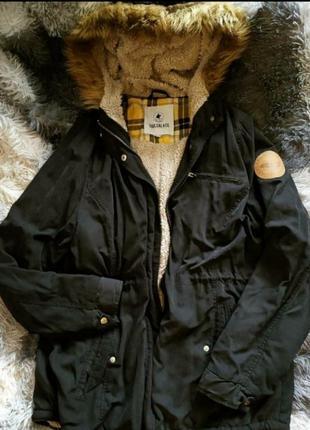 Парка пуховик накидка пальто утеплена утепленная капишон черная базовая