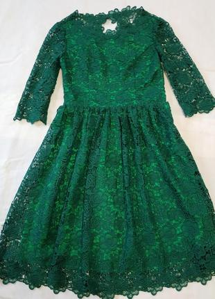Нарядное выпускное платье миди изумрудное с открытой спиной кружевное