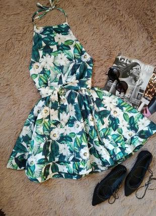 Эффектное платье с пышной юбкой и открытой спиной