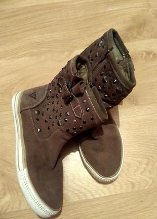 Теплі шкіряні чобітки