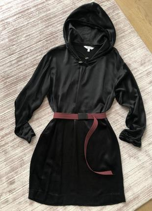 Сатиновое платье в стиле спорт-шик